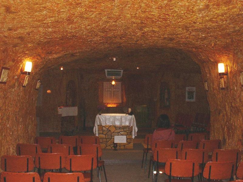 宿近くの地下にある教会